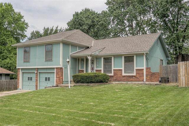 216 NW 53rd Terrace, Gladstone, MO 64118 (#2327691) :: Ask Cathy Marketing Group, LLC