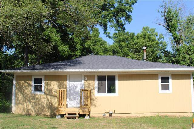 6833 Bales Avenue, Kansas City, MO 64132 (#2327747) :: Austin Home Team