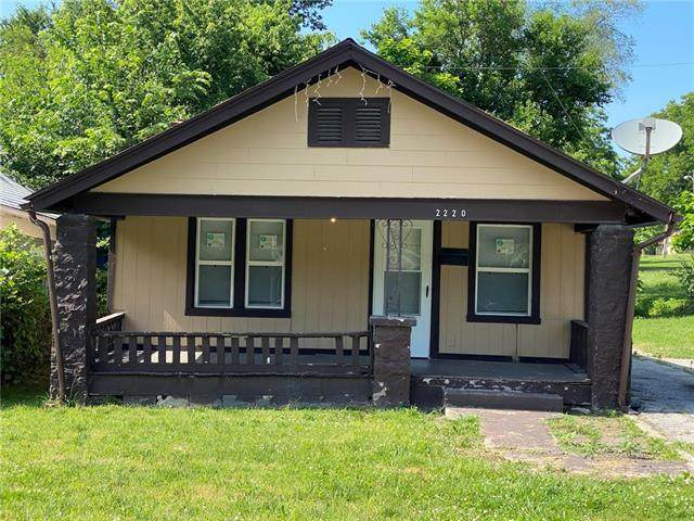 2220 Lathrop Avenue, Kansas City, KS 66104 (#2327778) :: Audra Heller and Associates