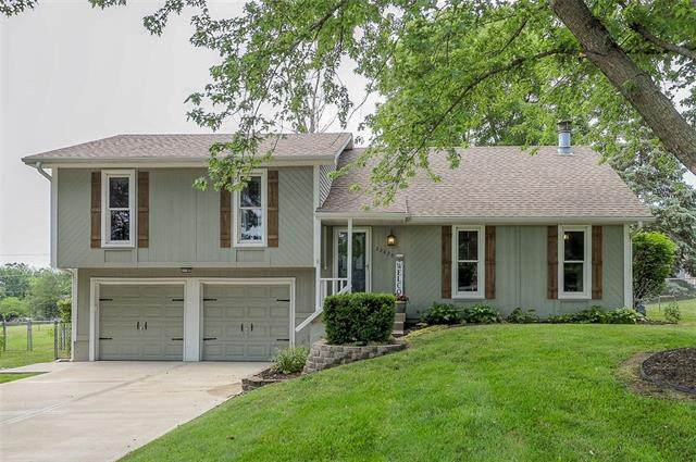 23425 W 53rd Terrace, Shawnee, KS 66226 (#2327850) :: The Kedish Group at Keller Williams Realty