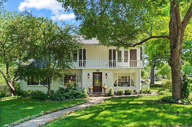 1241 W 69th Street, Kansas City, MO 64113 (#2327922) :: Dani Beyer Real Estate