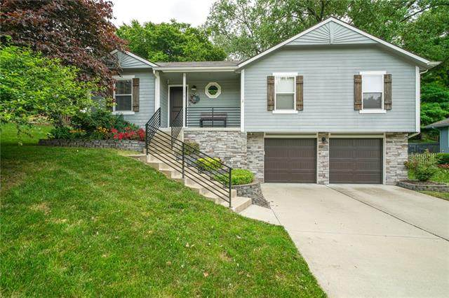 5379 NW Heritage Hill Drive, Parkville, MO 64152 (#2327948) :: The Rucker Group