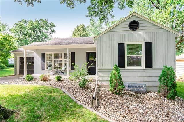 4612 W 60th Terrace, Fairway, KS 66205 (#2327954) :: Eric Craig Real Estate Team