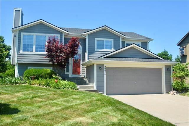 20074 S Palisade Street, Spring Hill, KS 66083 (#2328086) :: Dani Beyer Real Estate