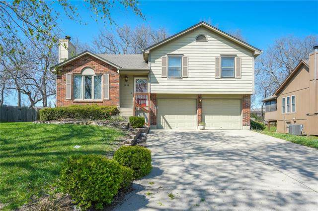 2016 SW Sterling Drive, Lee's Summit, MO 64081 (#2328104) :: Ask Cathy Marketing Group, LLC