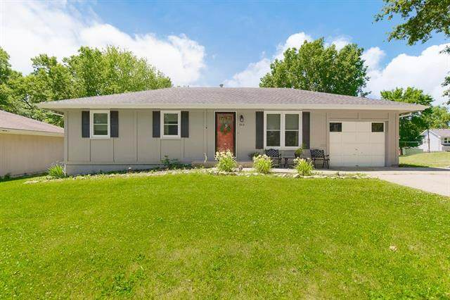 705 E Wall Street, Harrisonville, MO 64701 (#2328141) :: Five-Star Homes