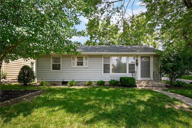 6000 W 53rd Place, Mission, KS 66202 (#2328262) :: Audra Heller and Associates