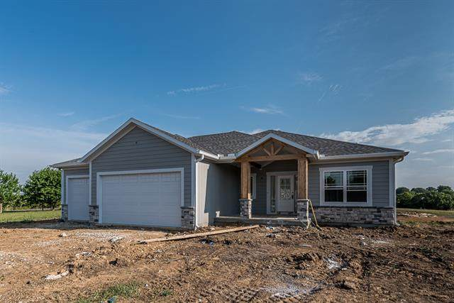 15762 Metro Avenue, Bonner Springs, KS 66012 (#2328305) :: Team Real Estate