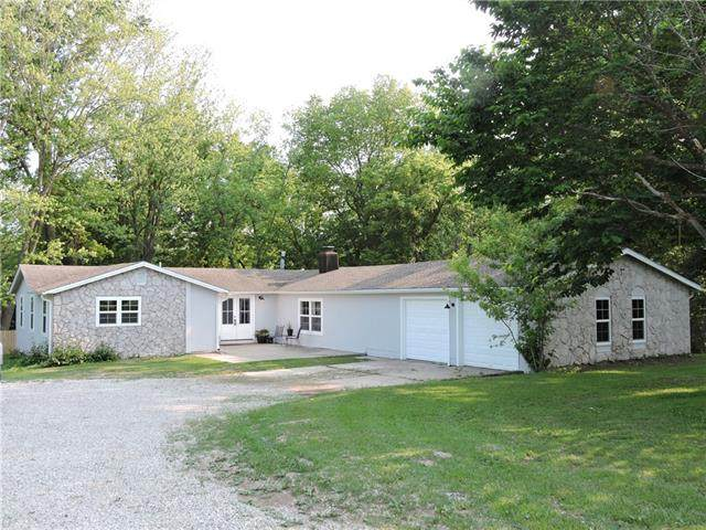 32107 E St. Rt. V V Highway, Pleasant Hill, MO 64080 (#2328327) :: Dani Beyer Real Estate