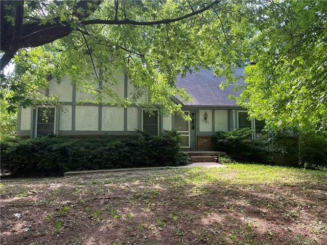 6224 Greenwood Street, Shawnee, KS 66216 (#2328386) :: The Kedish Group at Keller Williams Realty