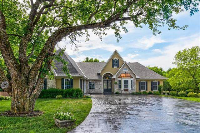 15275 Linden Court, Bonner Springs, KS 66012 (#2328401) :: Austin Home Team