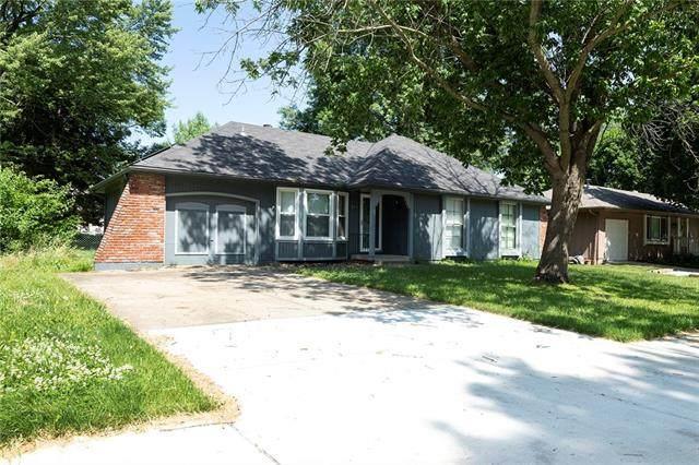 216 SE Brentwood Drive, Lee's Summit, MO 64063 (#2328479) :: The Kedish Group at Keller Williams Realty