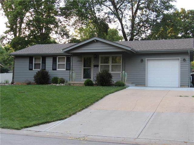 1300 Edgevale Terrace, Harrisonville, MO 64701 (#2328520) :: Tradition Home Group   Better Homes and Gardens Kansas City