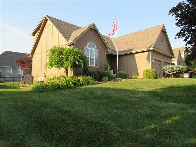 2616 Meadowlark Drive, Harrisonville, MO 64701 (#2328686) :: Dani Beyer Real Estate