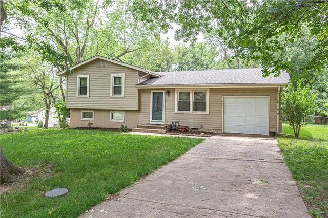 7001 74th Street, Kansas City, MO 64152 (#2328747) :: Eric Craig Real Estate Team