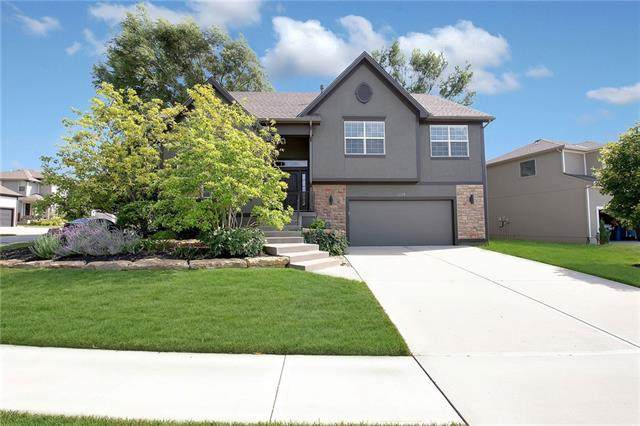 13303 W 173 Terrace, Overland Park, KS 66221 (#2328749) :: Tradition Home Group | Compass Realty Group