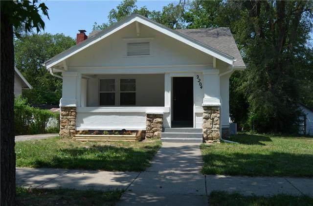 2204 E Gregory Boulevard, Kansas City, MO 64132 (#2328796) :: Austin Home Team