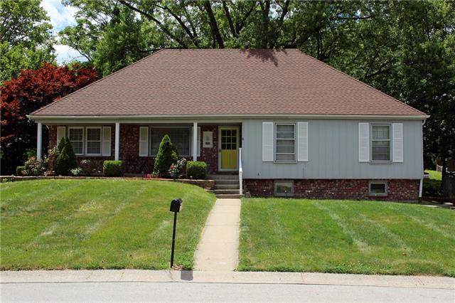 6404 NW Nodaway Drive, Parkville, MO 64152 (#2329323) :: The Rucker Group