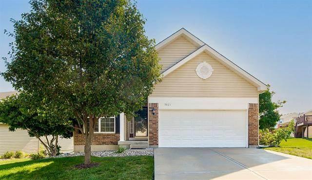 9821 N Crescent Court, Kansas City, MO 64157 (#2329337) :: Dani Beyer Real Estate