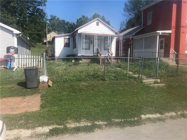 1814 Savannah Avenue, St Joseph, MO 64505 (#2329428) :: Edie Waters Network