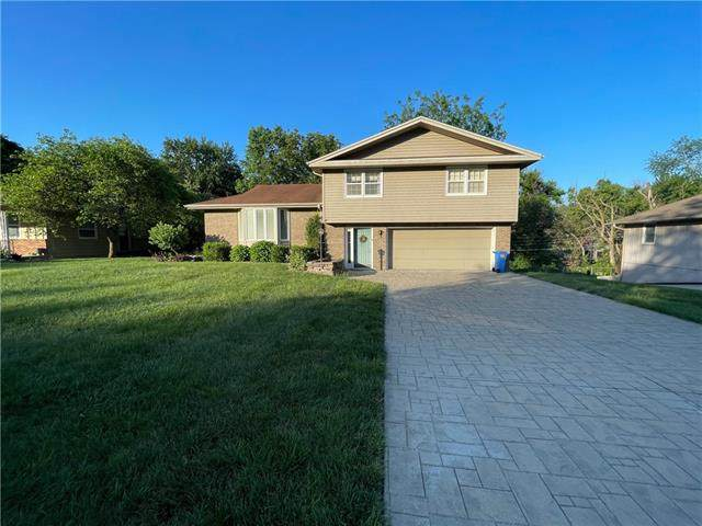 28 S Carriage Drive, St Joseph, MO 64506 (#2329511) :: Edie Waters Network
