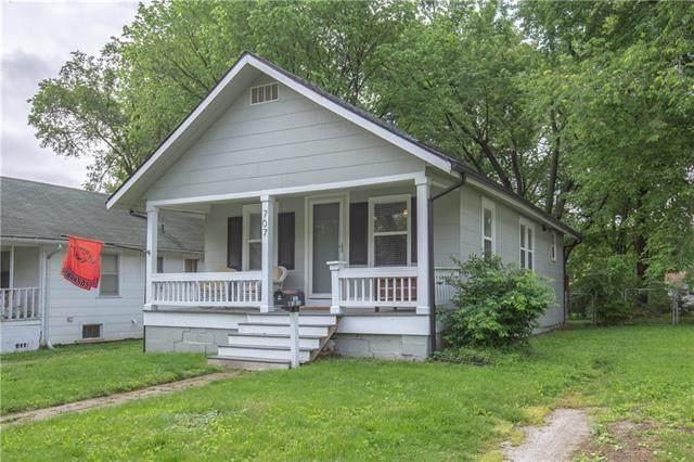 707 W 76th Terrace, Kansas City, MO 64114 (#2329648) :: Austin Home Team