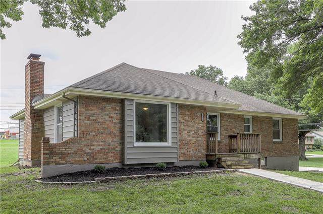 13020 Corrington Avenue, Grandview, MO 64030 (#2329944) :: Austin Home Team