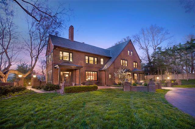 1030 W 53rd Terrace, Kansas City, MO 64112 (#2330010) :: Tradition Home Group | Better Homes and Gardens Kansas City
