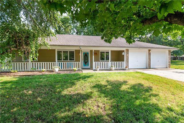 520 Elmwood Court, Tonganoxie, KS 66086 (#2330261) :: Five-Star Homes