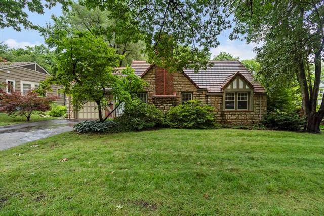 8125 High Drive, Leawood, KS 66206 (MLS #2330628) :: Stone & Story Real Estate Group