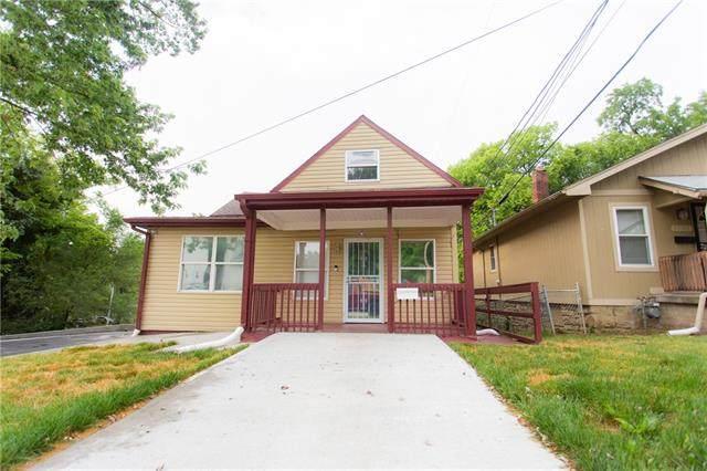 3711 E 68th Street, Kansas City, MO 64132 (#2330644) :: Audra Heller and Associates