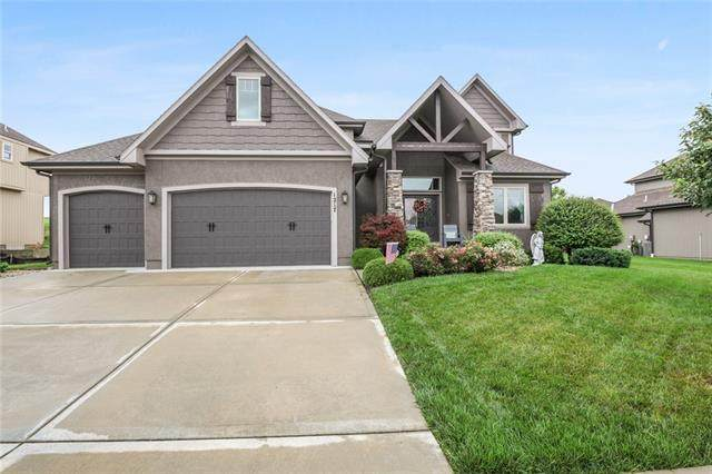 1217 Lakecrest Circle, Raymore, MO 64083 (#2330749) :: Five-Star Homes