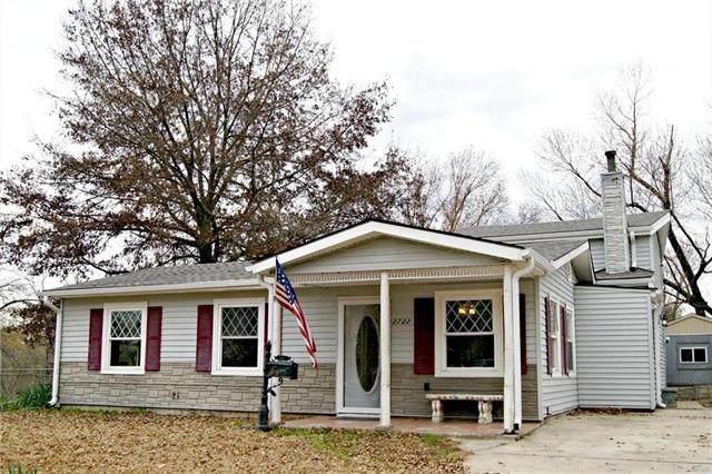 2722 S 48th Terrace, Kansas City, KS 66106 (#2331114) :: The Shannon Lyon Group - ReeceNichols