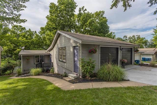 1129 NW South Shore Drive, Lake Waukomis, MO 64151 (#2331467) :: Five-Star Homes