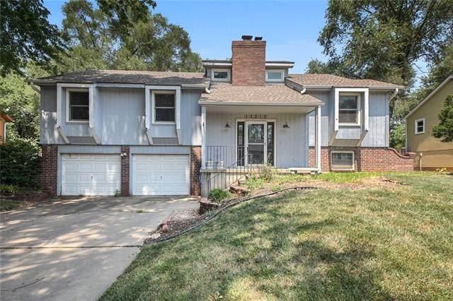 11212 W 77th Street, Shawnee, KS 66214 (#2332102) :: The Kedish Group at Keller Williams Realty