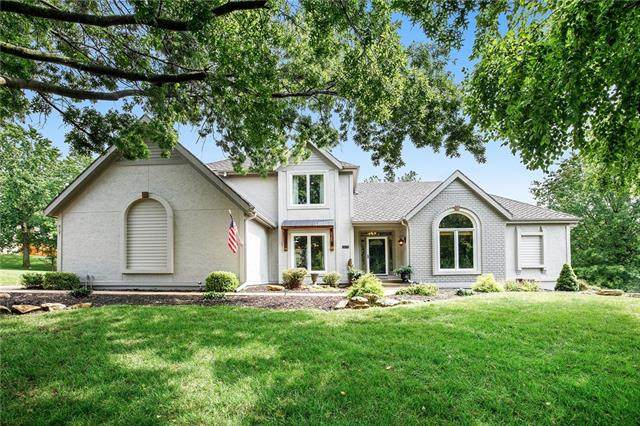 8021 NW Lakeview Drive, Parkville, MO 64152 (#2332404) :: Austin Home Team