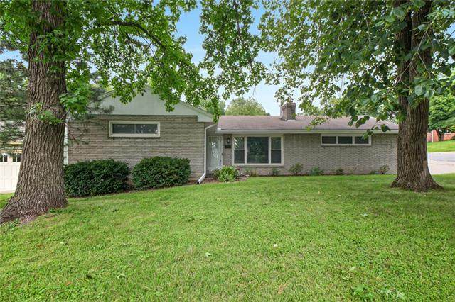 5001 Reeds Road, Mission, KS 66202 (#2332699) :: Austin Home Team