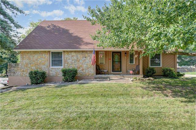 1113 NW Oakridge Drive, Blue Springs, MO 64015 (#2332871) :: Five-Star Homes