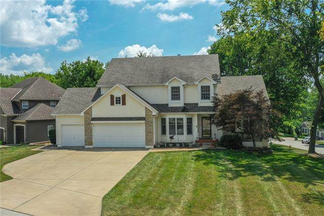 2213 NW Wellington Court, Lee's Summit, MO 64081 (#2332916) :: The Shannon Lyon Group - ReeceNichols