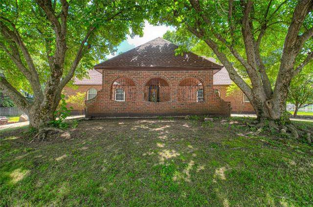 18001 E Cheyenne Drive, Independence, MO 64056 (#2332949) :: Audra Heller and Associates
