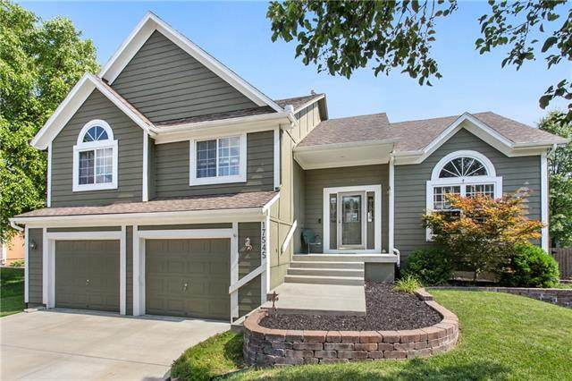 17545 W 158th Terrace, Olathe, KS 66062 (#2333160) :: Five-Star Homes