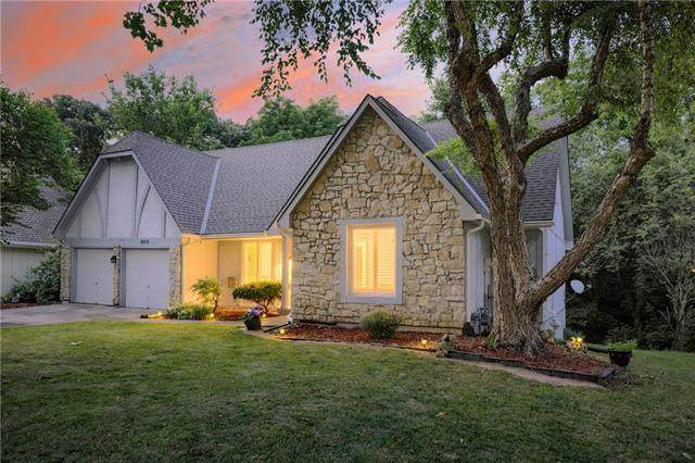8431 Rosehill Road, Lenexa, KS 66215 (#2333178) :: Eric Craig Real Estate Team