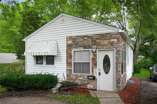 2415 S Overton Avenue, Independence, MO 64052 (#2333233) :: The Rucker Group