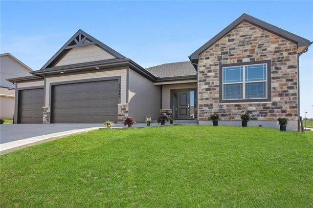 7575 NW Damon Drive, Parkville, MO 64152 (#2333347) :: Edie Waters Network