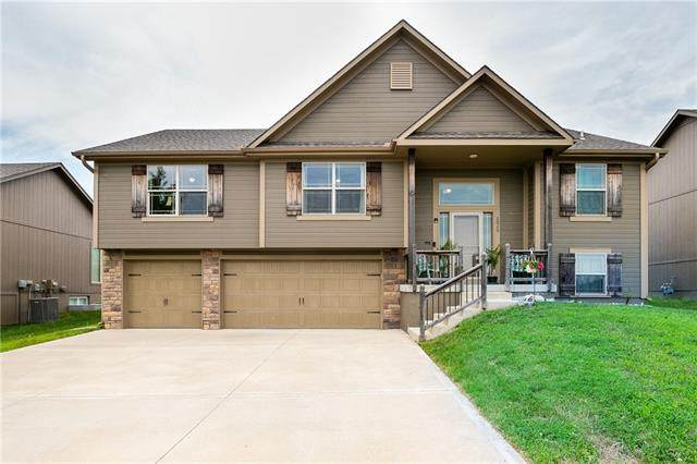 2020 NW Hedgewood Drive, Grain Valley, MO 64029 (#2333432) :: The Rucker Group