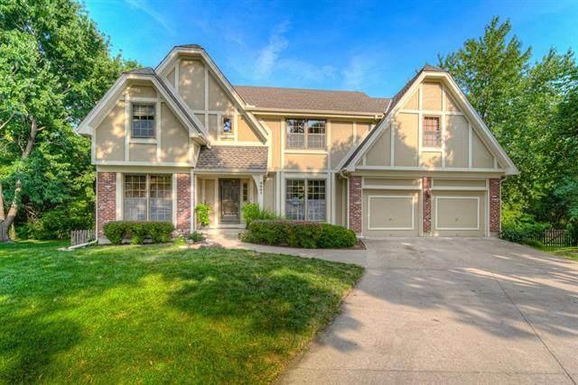 9601 W 124TH Terrace, Overland Park, KS 66211 (#2333702) :: Eric Craig Real Estate Team