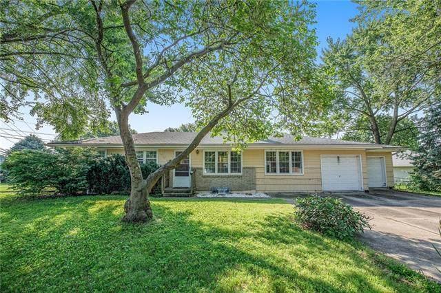 1303 NE 76th Street, Kansas City, MO 64118 (#2333810) :: Eric Craig Real Estate Team