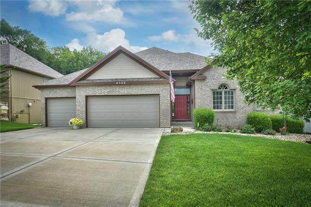 6135 NW Hickory Place, Parkville, MO 64152 (#2333909) :: Five-Star Homes