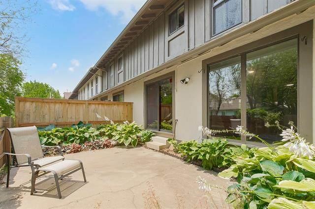 10227 Robinson Street, Overland Park, KS 66212 (#2333955) :: Austin Home Team