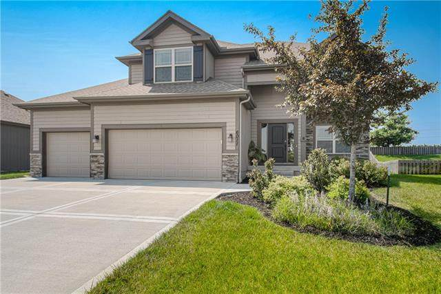 6011 NW 92nd Terrace, Kansas City, MO 64154 (MLS #2333956) :: Stone & Story Real Estate Group